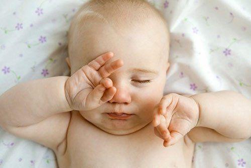 viêm kết mạc ở trẻ sơ sinh