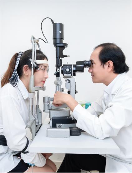 Giải đáp 10 câu hỏi thường gặp về phẫu thuật Phakic ICL điều trị tật khúc xạ