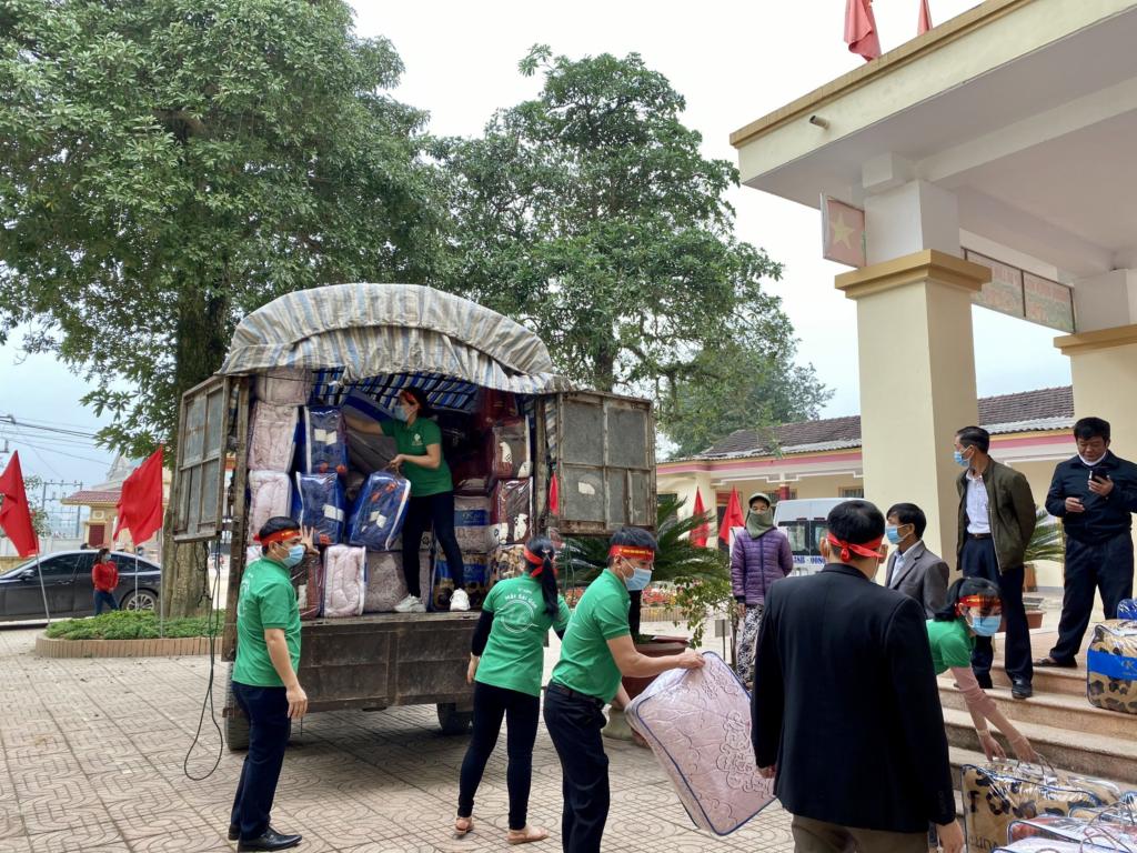 Bệnh viện Đa Khoa Sài Gòn Hà Tĩnh mang Xuân yêu thương đến các gia đình nghèo huyện Hương Khê