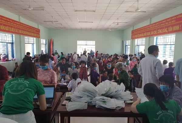 Đoàn từ thiện Bệnh Viện Đa Khoa Mắt Sài Gòn đến với xã Tân Hiệp, huyện Thạnh Hóa, tỉnh Long An