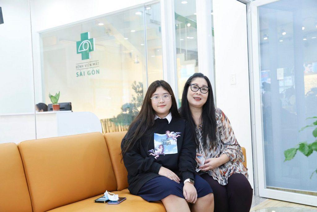 Nghệ sĩ Hồng Vân: Khi yêu gia đình chính là thương đôi mắt